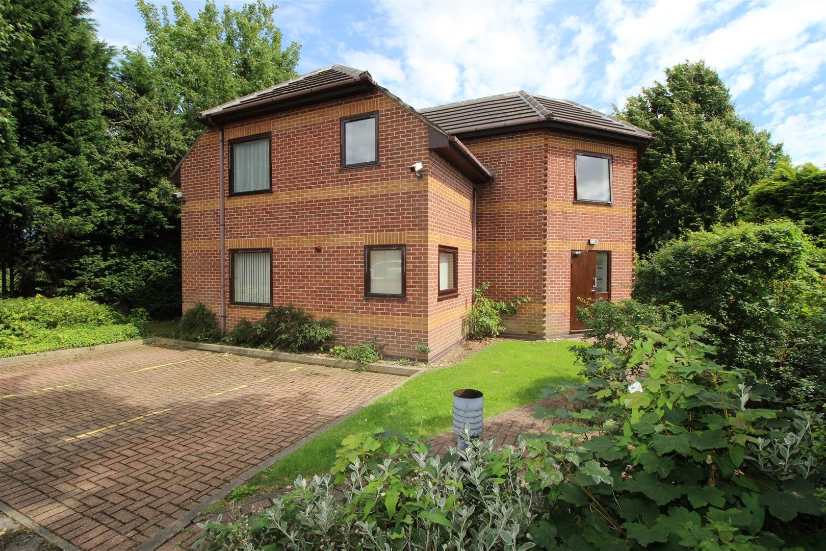 2 Bedrooms Flat for sale in Park View Court, Chilwell